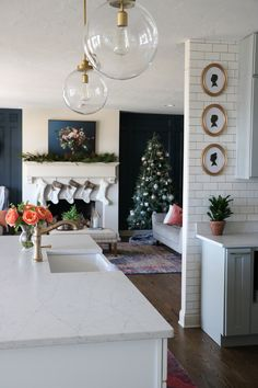 Love the navy walls and simple Christmas decor.