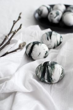 How to color eggs with food dye and Cool Whip.