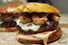 Meksykańskie wieprz-burgery z krewetkami i paprykowym majonezem
