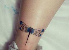Libelle Tattoo auf der Bein