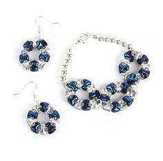 Make pretty beaded wheel pendants using Preciosa Tee Beads and matching twin hole beads.