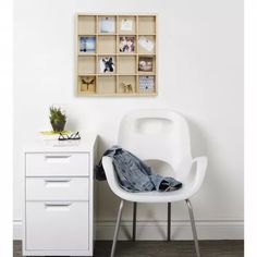 The Gridlock Photo Display and Shelf from Umbra features a fun and unique design to help you display your favorite pictures, prints, and keepsakes. Design Minimalista, Small Room Decor, Small Shelves, Shelf Design, Display Shelves, Shelving, Wooden Walls, Photo Displays, New Wall
