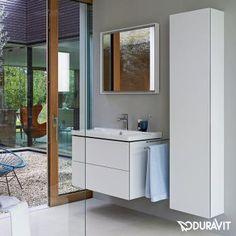 Reuter Duravit L-Cube: Der Hochschrank besitzt 4 Glasfachböden und ist in großer Farbvielfalt erhältlich.