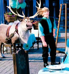 Wow I didn't notice the baloon-...wait...no...no!..OMG!!! *Q*!!! LOOK AT KRISTOFF'S MOUTH!! HIS TEETH!! HIS LIPS!! AW!! he was smiling UNTIL he saws olaf XD He has got cute But! Naughty Smileeeeee :333