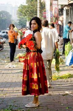 India street style I love it! Street Style Shop, Street Style India, Asian Street Style, Churidar, Anarkali, Lehenga, Kurti, Saree, Indie Mode