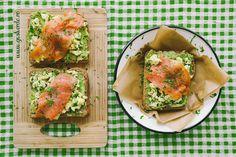 Mic dejun rapid: Sandwich cu piure de avocado, omleta si somon. Superfoods, Avocado Toast, Cooking Tips, Vegan Recipes, How To Look Better, Vegetarian, Healthy, Breakfast, Morning Coffee