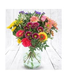A True love for your heart one by sending this amazing handtied bouquet with lovely daisies and roses. Flowers For You, Send Flowers, Fall Flowers, Stargazer Bouquet, Gerbera Daisy Bouquet, Beautiful Love Flowers, Love Is Sweet, Sweet 16, Rose Basket