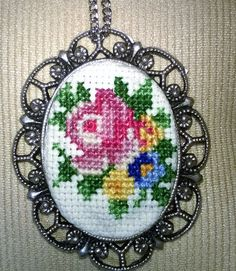 Handmade Cross Stitch Halskette