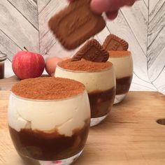 The Tiramisù apples and salted butter caramel, the recipe on video by Chefclub - Cuisine - Desserts Köstliche Desserts, Holiday Desserts, Delicious Desserts, Yummy Food, Food Deserts, Cheesy Recipes, Sweet Recipes, Desert Recipes, Drink Recipes