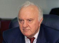 Έντουαρντ Σεβαρντνάντζε (1928 – 2014): Γεωργιανός πολιτικός, ο οποίος διετέλεσε Υπουργός Εξωτερικών της Σοβιετικής Ένωσης και Πρόεδρος της Γεωργίας. Υπήρξε από τους πρωταγωνιστές της «Περεστρόικα» και της τελευταίας φάσης του «Ψυχρού Πολέμου»...