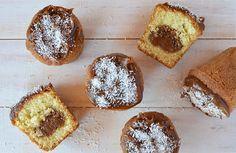 Muffins de coco y dulce de leche Cupcakes, Cupcake Cakes, Baileys, Dessert Recipes, Desserts, Margarita, Doughnut, Snacks, Breakfast