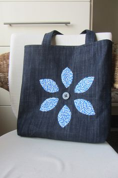 Best 12 Super adorable Denim Bag made from old blue jeans. Posting for inspiration. Love the idea of re-purposing old Denim Tote Bags, Denim Handbags, Denim Purse, Diy Tote Bag, Tote Bags Handmade, Drawstring Bag Tutorials, Diy Sac, Bag Patterns To Sew, Sewing Patterns