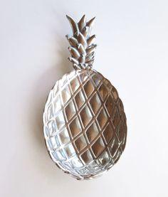 Bruce Fox Design Armetale metal pineapple serving dish tray - Wilton Armetale silver-tone serving dish