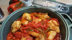 Un gustoso e succulento pollo e peperoni, cotto nella casseruola senza la scocciatura di accendere il forno e soprattutto non asciutto ma molto umido!