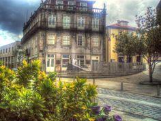 Boa tarde :D O Largo da Lapa em Arcos de #Valdevez  nos dias em que as nuvens cobrem o Sol - http://ift.tt/1MZR1pw -