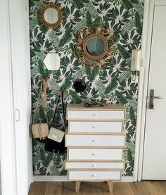 Banish ordinary walls with this tropical wallpaper design. The rattan mirrors and gold accessories are the perfect accompaniment! Tropical Bedrooms, Tropical Home Decor, Tropical Interior, Tropical Houses, Tropical Colors, Tropical Furniture, Tropical Leaves, Botanical Bedroom, Home Interior
