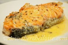 """Lemon sauce for fish """"grilled salmon"""" A quick sauce, easy to make to accompany a good paved salmon just grilled ! A real delight even for me who does not eat a lot of fish, this sauce will marry perfectly with … Source by odilemeslin Lemon Sauce For Fish, Fish Sauce, Salmon Sauce, Salmon Recipes, Meat Recipes, Cooking Recipes, Pescado Salmon, Marinade Sauce, Food Wishes"""