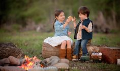 World Camping. Tips, Tricks, And Techniques For The Best Camping Experience. Camping is a great way to bond with family and friends. Photography Mini Sessions, Camping Photography, Photo Sessions, Holiday Photography, Photography Marketing, Family Photography, Photography Ideas, Children Photography, Photography Studios
