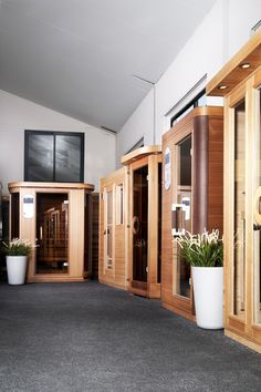 Grote keuze infrarood cabines bij SuperSauna.be en SuperSauna.nl met showrooms en toonzalen in Nederland en België zijn wij de specialist in Infrarood Sauna en IR-Cabines! meer info kijk op www.supersauna.nl of www.supersauna.be