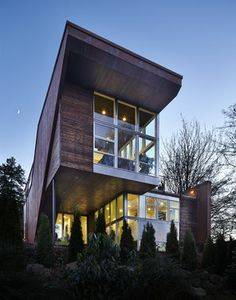 Modern home with cantilevered living room, green roof and rooftop deck | The Seattle Times