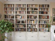 Klasszikus stílusú beépített könyvespolc | Bútor-Trió Egyedi Bútor