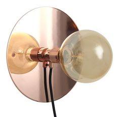 Un miroir, une douille cuivre, une belle ampoule