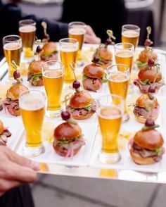 Brides: 6 Creative, Tasty Wedding Food Pairings for Cocktail Hour # Food and Drink pairing 9 Mini Cocktail Hour Food Pairings that Taste as Good as They Look Wedding Canapes, Wedding Appetizers, Wedding Catering, Wedding Snacks, Mini Appetizers, Wedding Finger Foods, Pizza At Wedding, Craft Beer Wedding, Wedding Food Bars
