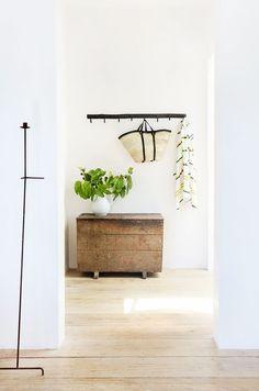 Yes, You Can Make Your Home Feel Like a Seaside Retreat—Here's How via @MyDomaine