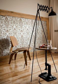 lampadaire tricolore traffic light sympa pour une chambre. Black Bedroom Furniture Sets. Home Design Ideas