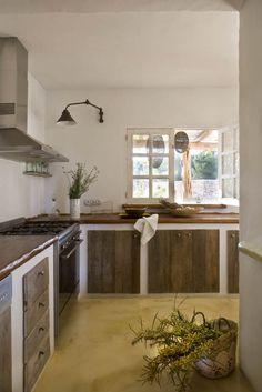 Idee per cucine muratura stile country - top, sportelli e cassetti in legno
