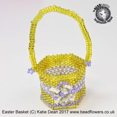 Use this Beaded Easter basket pattern to make a basket that you can fill with mini Easter eggs. Peyote stitch - suitable for intermediate. Easter Projects, Peyote Stitch, Easter Baskets, Dean, Easter Eggs, Straw Bag, Pattern, Model, Patterns