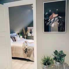 "56 likerklikk, 1 kommentarer – L I N N   W O L D (@linnwold) på Instagram: ""Blu i front i 50x70cm og Emma bak hos @therese.lien 🥰 #linnwold"" Bathroom Lighting, Mirror, Blue, Furniture, Home Decor, Bathroom Light Fittings, Bathroom Vanity Lighting, Decoration Home, Room Decor"