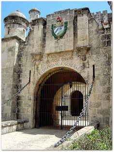 Entrada a la Fortaleza San Carlos de la Cabaña.
