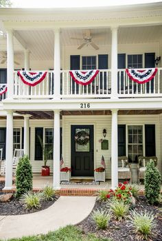 Gorgeous ideas for your Memorial Day or July 4th porch! #4thofjuly #july4th #summerporch #porchdecor Fourth Of July Decor, 4th Of July, Balloon Topiary, Porch Styles, Bouquet Holder, Summer Porch, Country Chic Cottage, Patriotic Decorations, Modern Farmhouse Decor