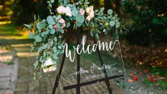 Acrylic wedding decorations are very in now and they are stunning