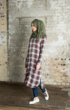 Simplicity with hijab Muslim Women Fashion, Islamic Fashion, Modest Fashion, Fashion Outfits, Casual Hijab Outfit, Hijab Chic, Casual Outfits, Modest Wear, Modest Outfits