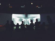 Groupe d'enfants en visite dans l'exposition Ficcionario, février 2015