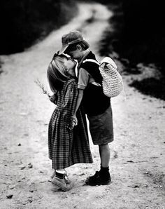 Young love can still be real love Precious Children, Beautiful Children, Old Photos, Vintage Photos, Couple Fotos, Cute Kids, Cute Babies, Young Love, Vintage Children