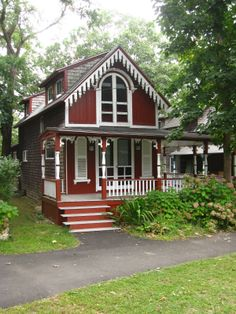 Beautiful and small house cottage ideas 50 Cute Cottage, Red Cottage, Victorian Cottage, Cottage Homes, Victorian Homes, Cottage Style, Cottage Ideas, Cute Little Houses, Little Cottages