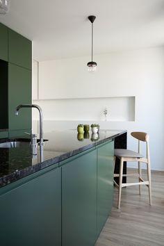 Monte Cativo 434 is a minimalist interior located in Porto, Portugal, designed by JJs Arquitectura Interior Design Courses, Interior Design Kitchen, Modern Interior Design, Kitchen Decor, Kitchen Ideas, Layout Design, Küchen Design, Design Styles, Minimalist Kitchen