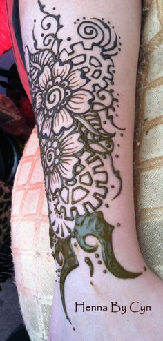 We are practicing our Steampunk Henna, gearing up for the AMAZING PHOENIX COMIC CON, late Jan 2014, where we will be painting Henna. Henna Designs, Phoenix, Steampunk, Tattoos, Amazing, Fun, Painting, Collection, Comic Con