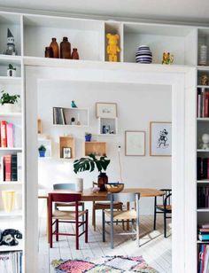 Møblerne er et mix af spontant udvalgt vintage, mens douce farver, som kunne være hentet tilbage i 1950'erne, er den røde tråd i indretningen af den gamle murermestervilla – og i plakaterne, som Dorthe Mathiesen designer til sit og kærestens firma Vissevasse.