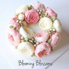 Advanced Course Day 1⭐️ Beautiful Peonies_  #bloomingblossoms #cakery #flowercake #buttercreamcake #cake #cupcakes #flowercakeclass #LAbakingclass #LAflowercake #instafood #instaflower #instacake #homebaking #cakestagram #birthdaycake #bridalshower #weddingcake #studentwork #꽃스타그램 #꽃 #플라워케이크 #플라워컵케이크 #LA플라워케이크 #엘에이플라워케이크 #버터크림플라워 #버터크림플라워케이크 #생일케이크 #수강생작품 #EJ_Table @extraordinary_ej