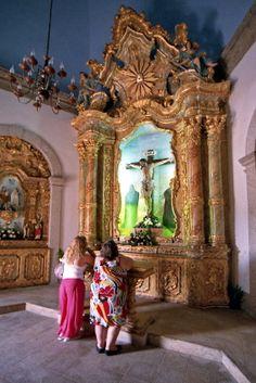 Apontamentos em lugares de devoção, onde se cumprem promessas ou se pede auxílio divino: Santuário de Fátima; Senhor da Pedra; Aeródromo de Espinho