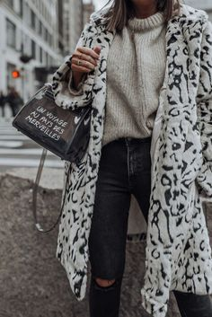 snow leopard, Beach Outfits, snow leopard - Flaunt and Center. Nyc Fashion, Fashion Week, Look Fashion, Fashion Outfits, Fashion Trends, Fall Fashion, Fashion Ideas, Fashion Black, Fashion Details