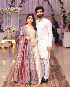 Look so gorgeous 😍😍 . Pakistani Party Wear Dresses, Shadi Dresses, Indian Gowns Dresses, Pakistani Wedding Outfits, Pakistani Dress Design, Fancy Wedding Dresses, Short Bridesmaid Dresses, 20s Wedding, Backless Wedding