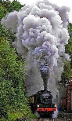 Steam Train in Great Britain Locomotive Diesel, Steam Locomotive, Train Tracks, Train Rides, Image Train, Old Steam Train, Steam Railway, Bonde, Old Trains