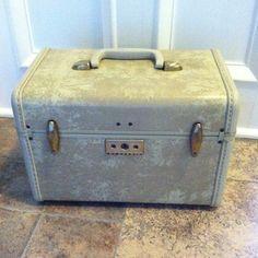 Vintage Tan Samsonite Streamlite Train Case by BlueRoosterDesigns $32.00