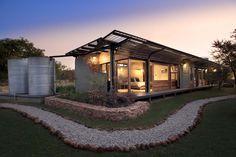 Casa Mouton / Earthworld Architects