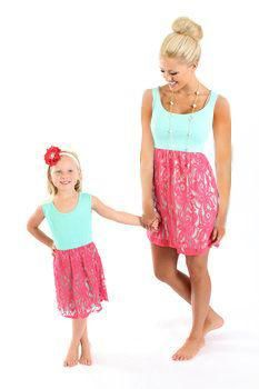 cfa93acbc1 summer matching mother daughter clothes lace mommy and me dress matching  family outfits sleeveless party family matching clothes